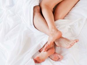 Nằm mơ thấy vợ chồng ân ái/ân ái với người lạ là điềm gì ?